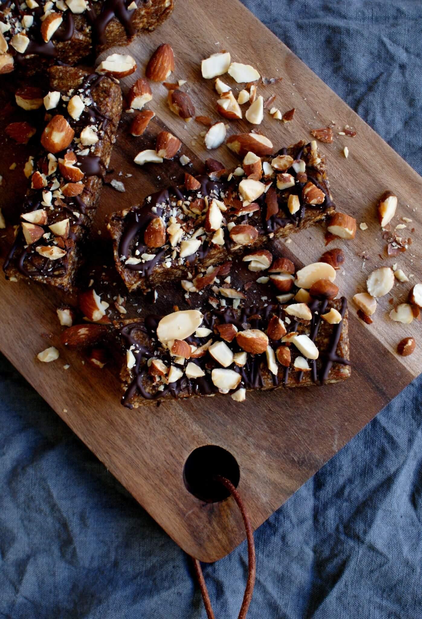 raw repen met amandelen en chocolade