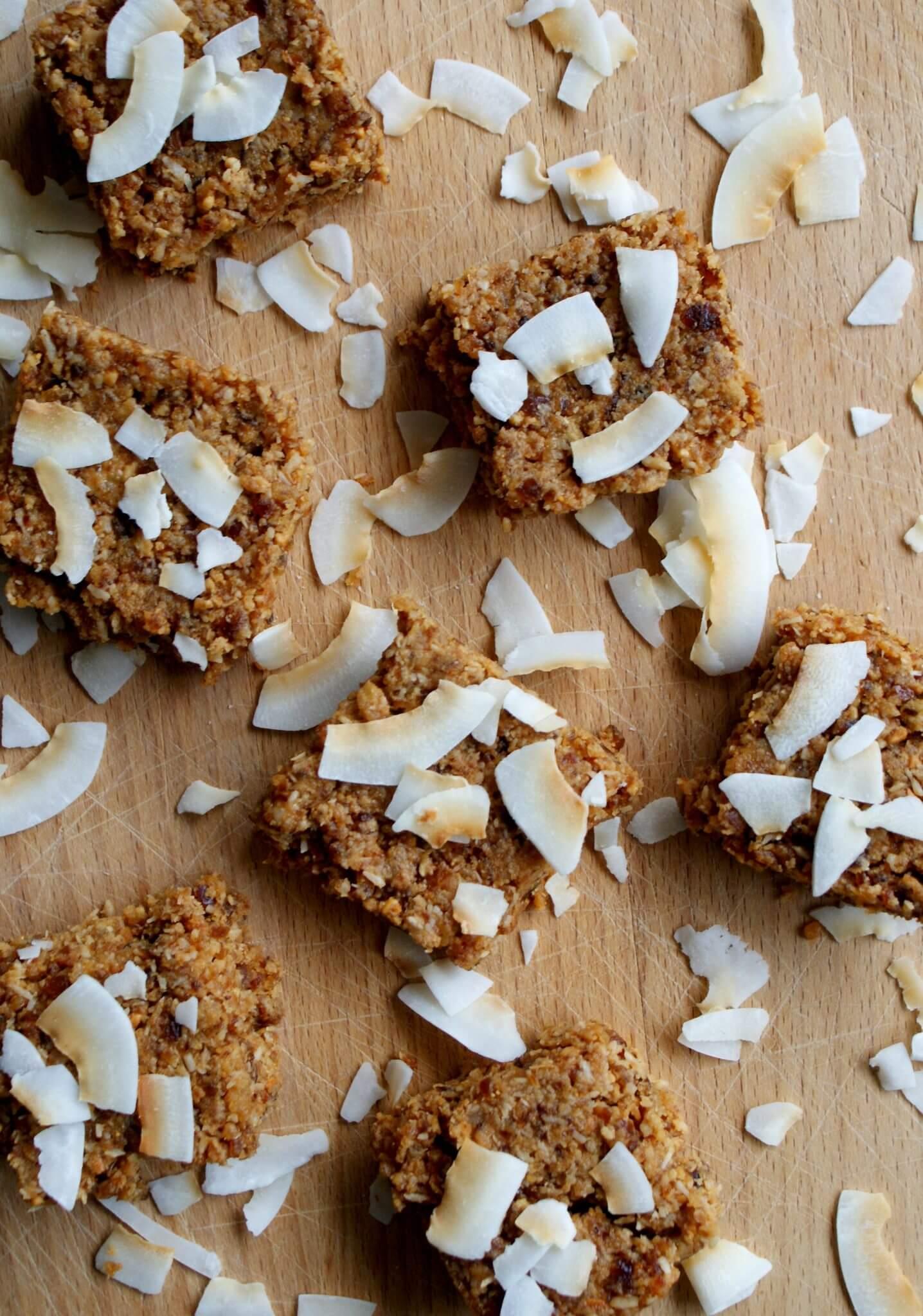 gezonde snack met pindakaas en kokos