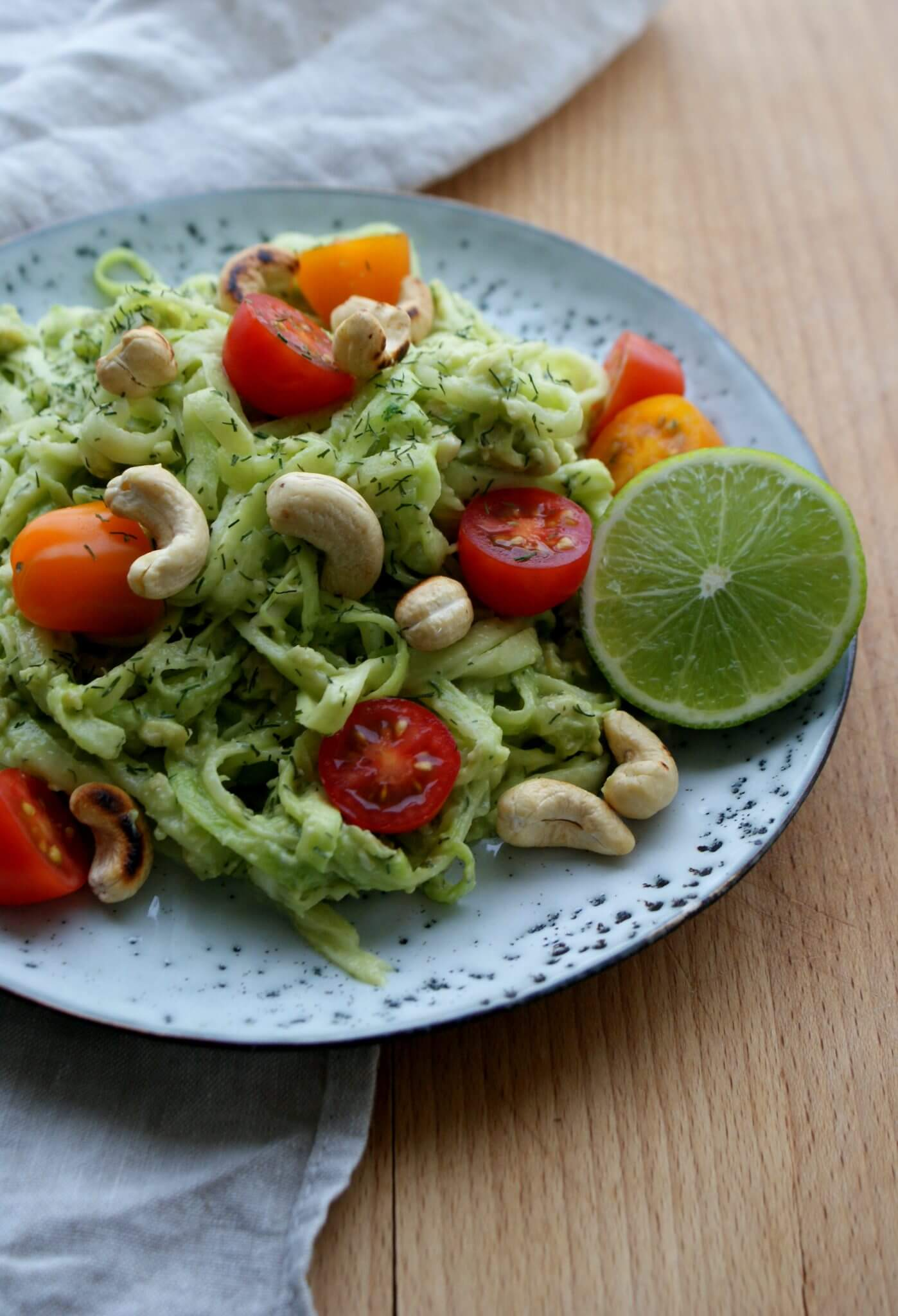 Courgetti met dille en avocado