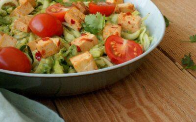 Courgetti met avocado en tofu