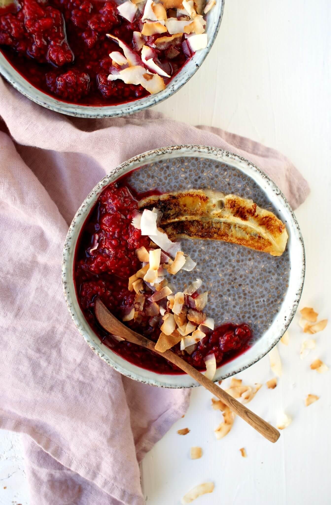 Chia pudding met warme frambozensaus