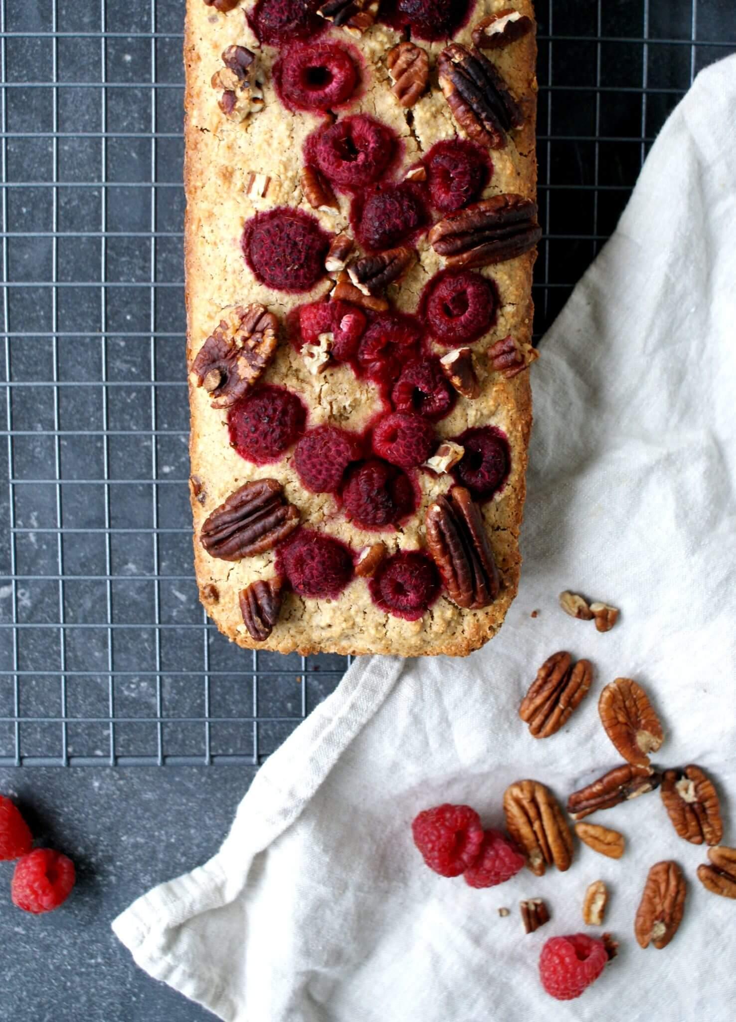 Cake met frambozen en pecannoten