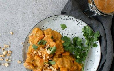 Curry met pompoen, zoete aardappel en pindakaas