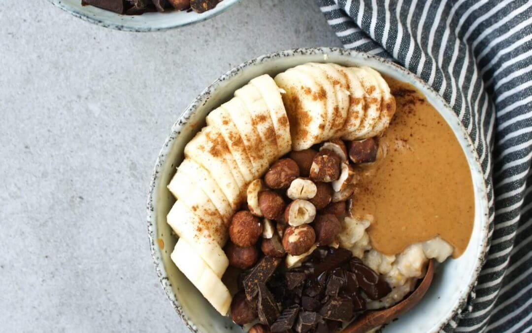 Havermoutpap met pindakaas en chocolade