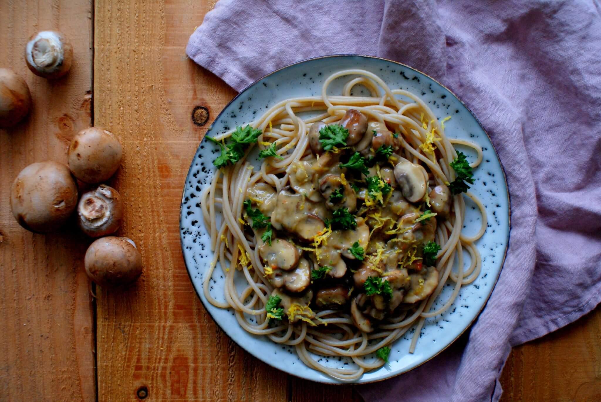 Pasta met champignons, citroen en peterselie