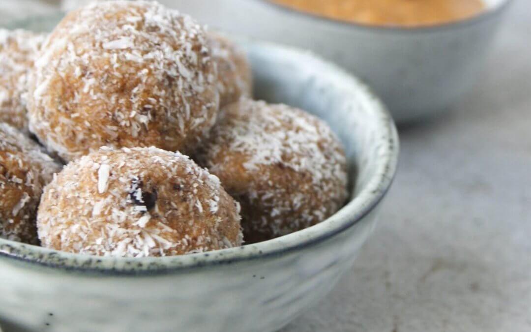 Bliss balls met pindakaas en kokos