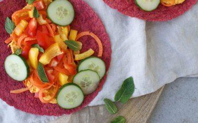 Rainbow wraps met hummus en dadels