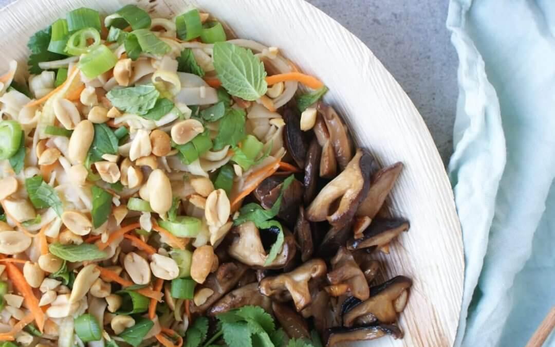Aziatische salade met noedels