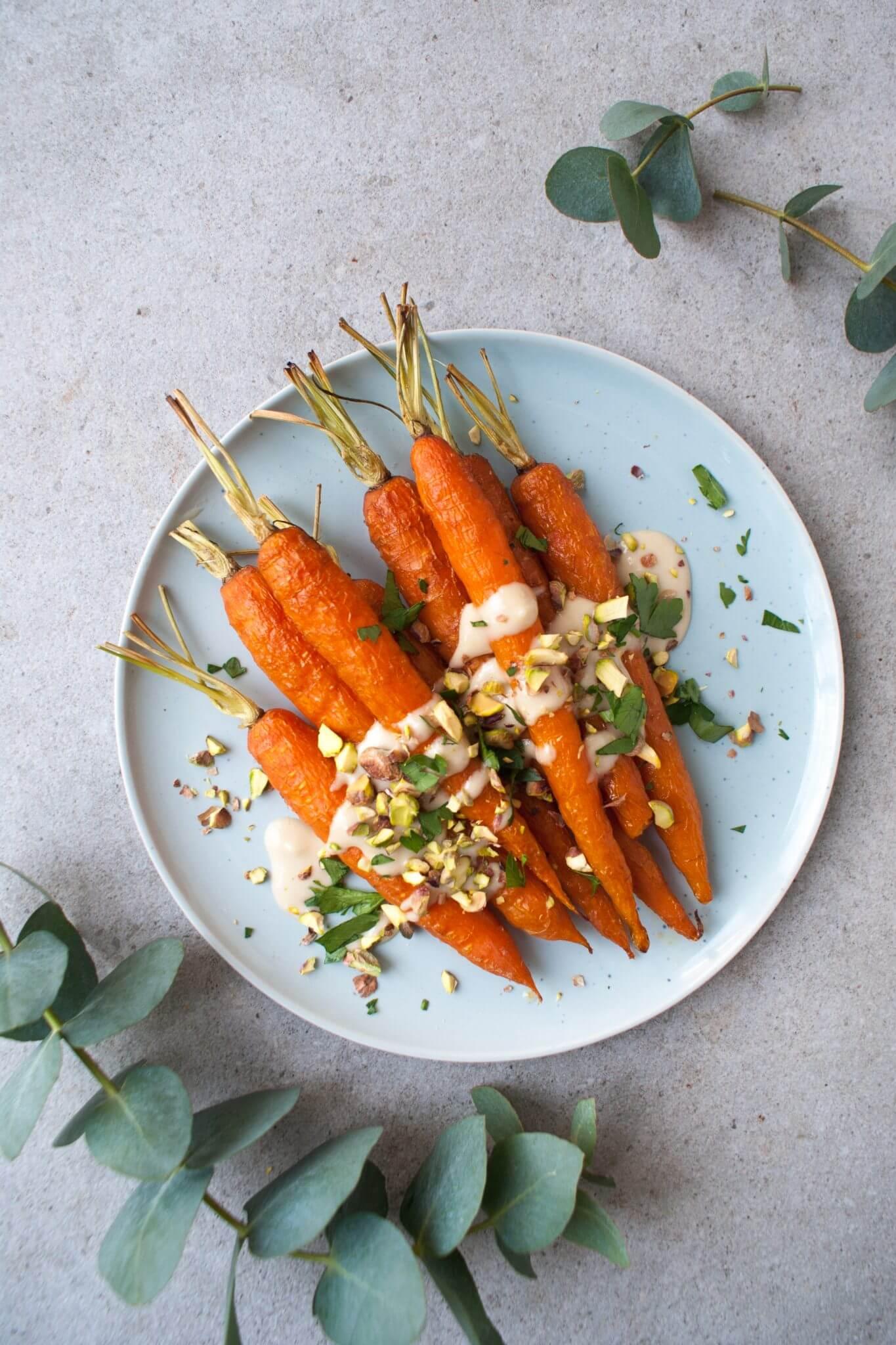 geroosterde-wortels-met-tahin-dressing