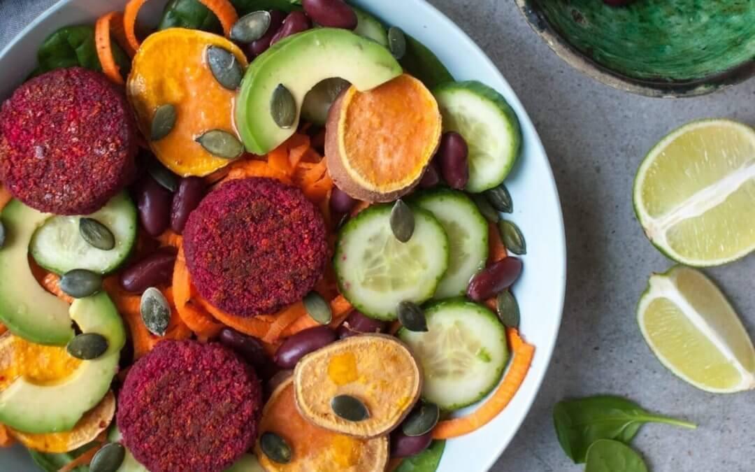 Salade met rode bieten burgertjes