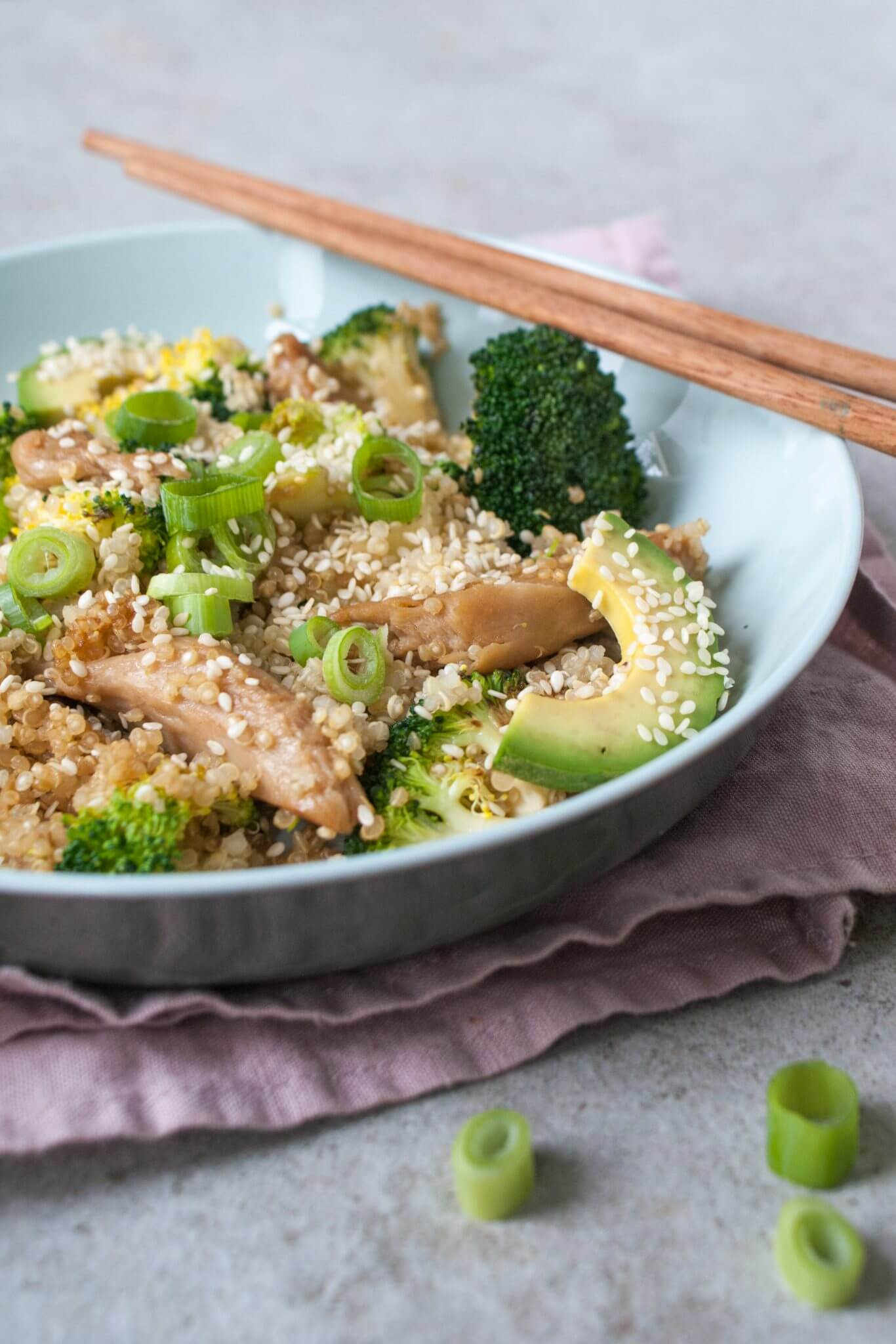 quinoa-met-broccoli-en-avocado