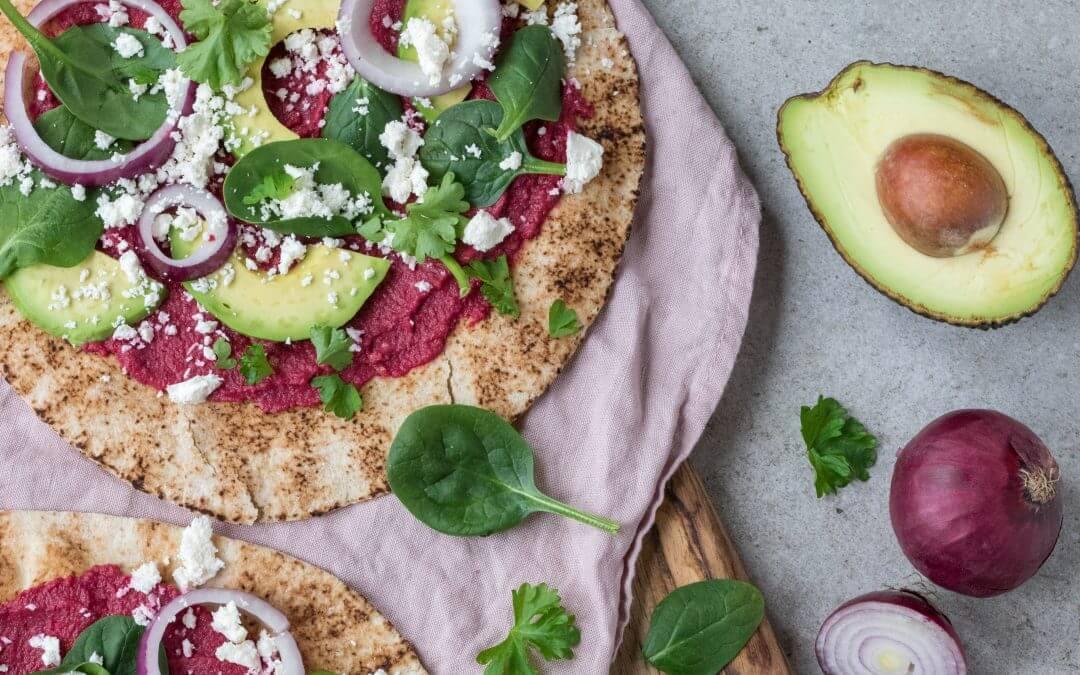 Wraps met bietenspread en avocado
