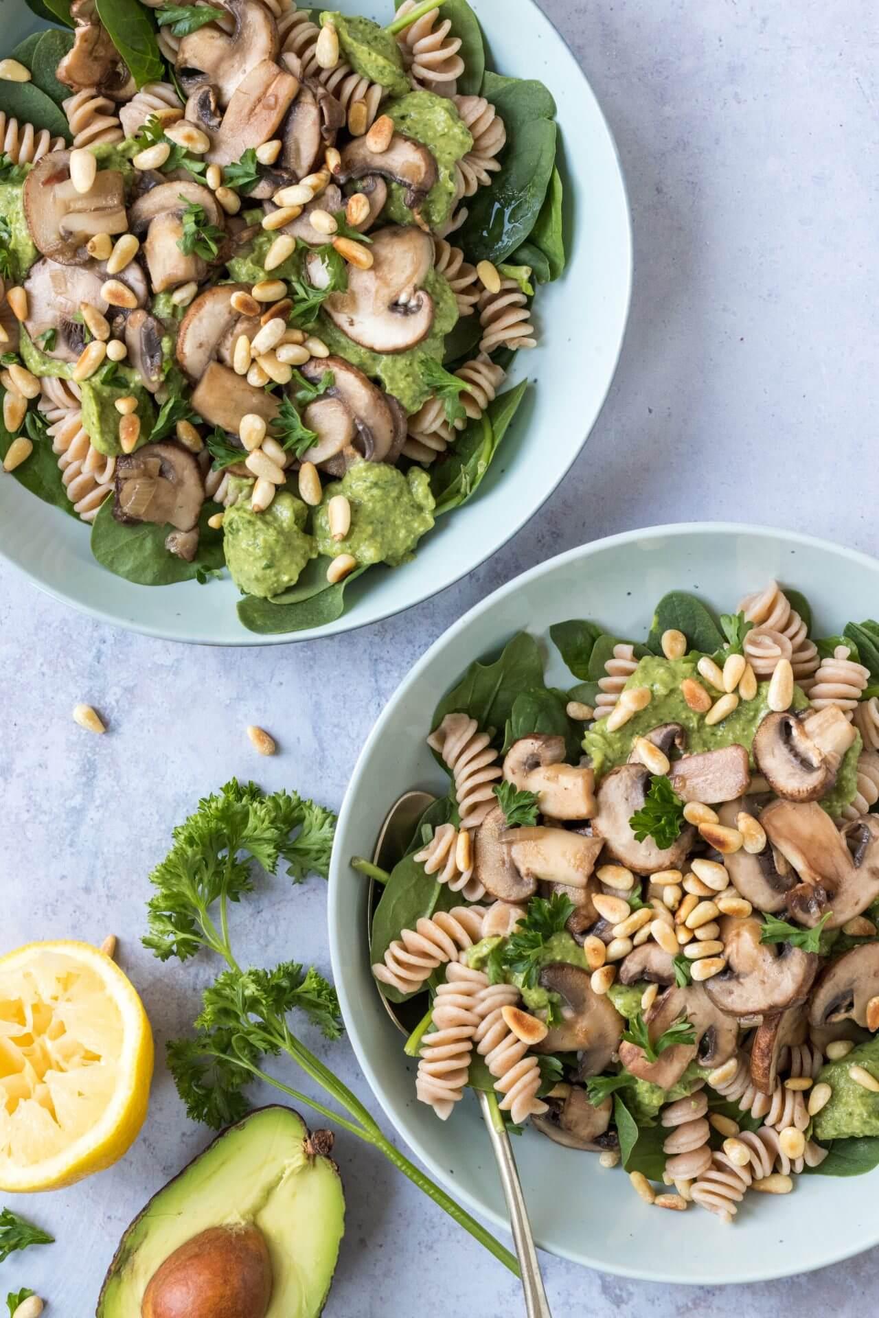 pasta-met-avocado-pesto-en-champignons