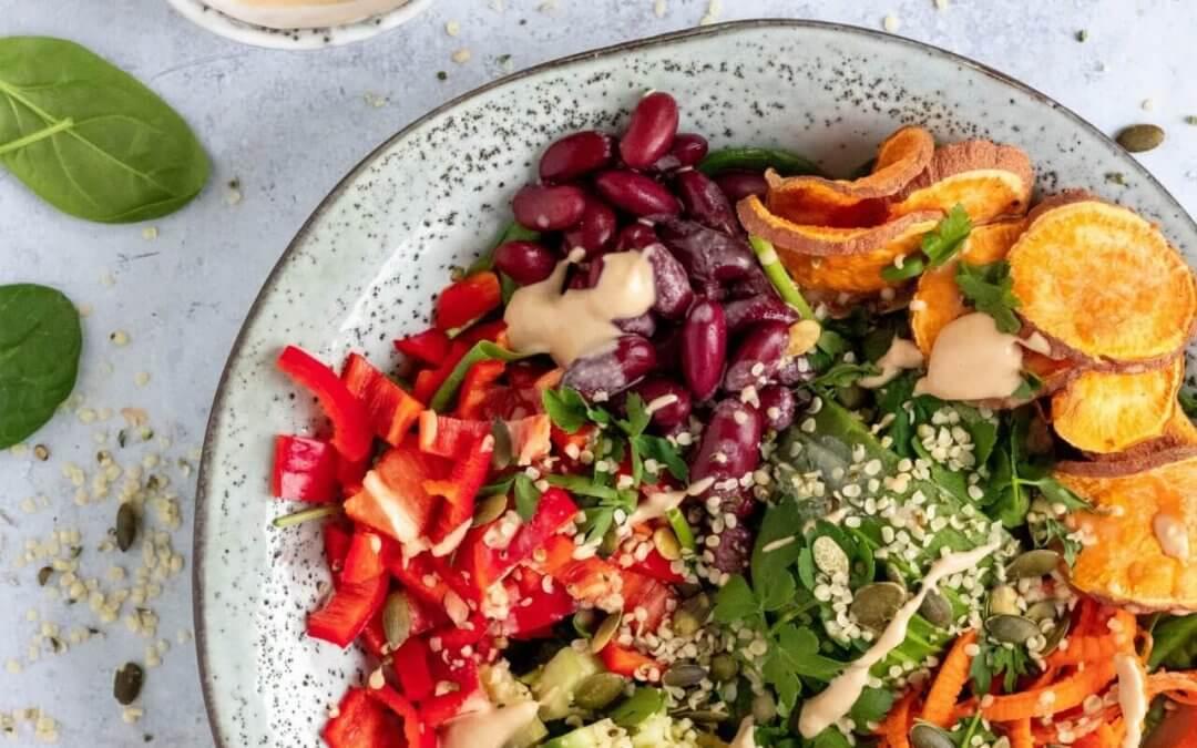 Buddha bowl salade met tahin dressing