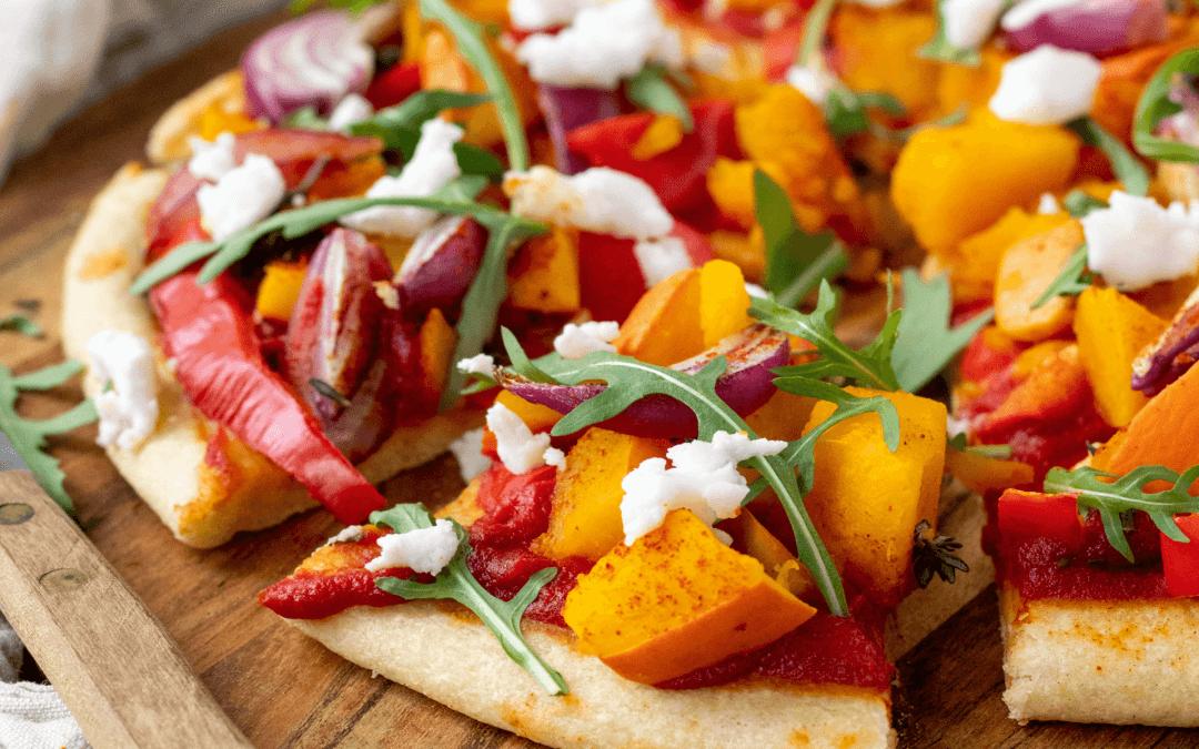 Pizza met pompoen en rode ui