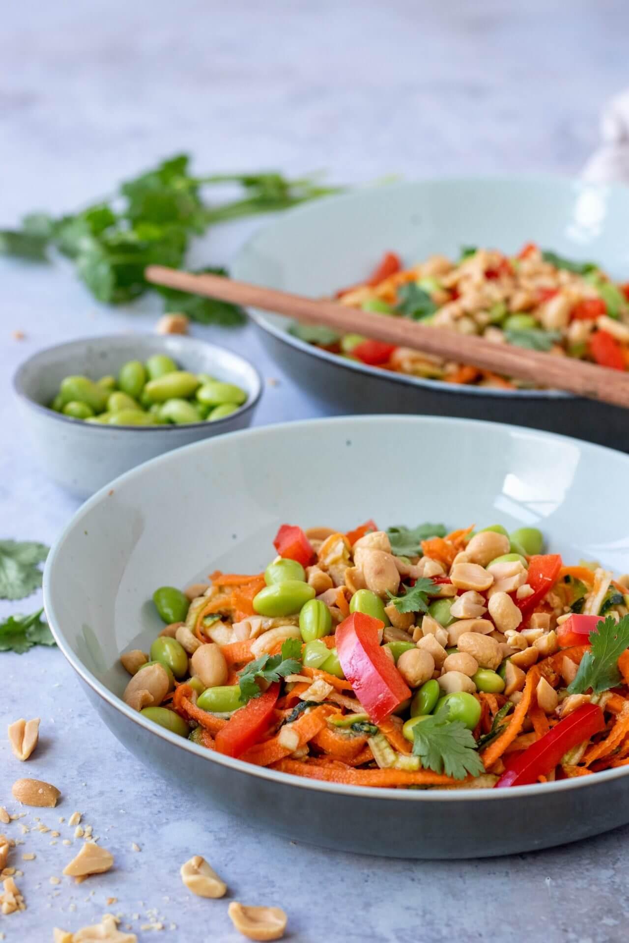 pad-thai-salade-met-pinda-dressing