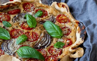 Vegan quiche met tomaten en basilicum