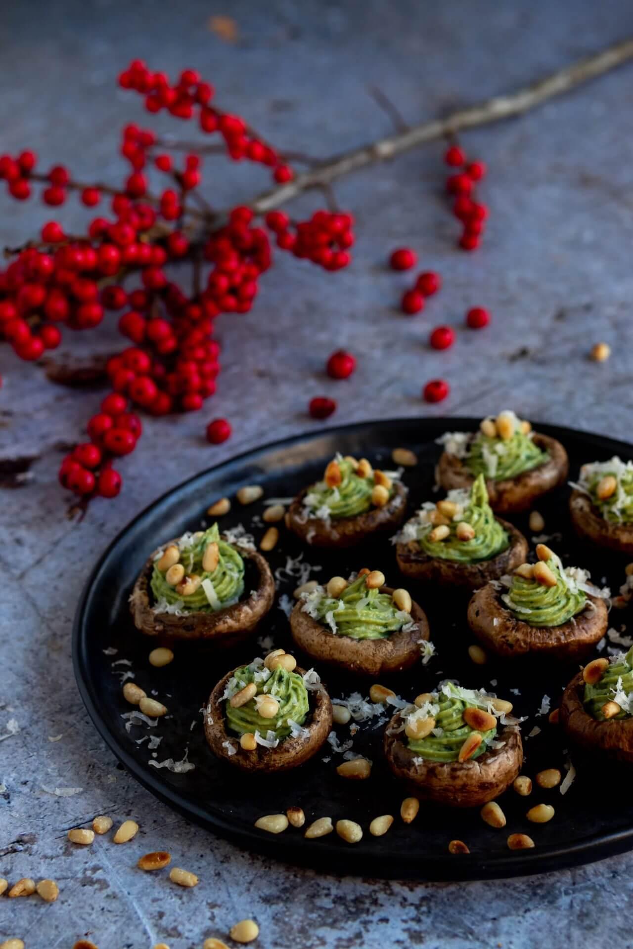 gevulde-champignons-avocado-pesto