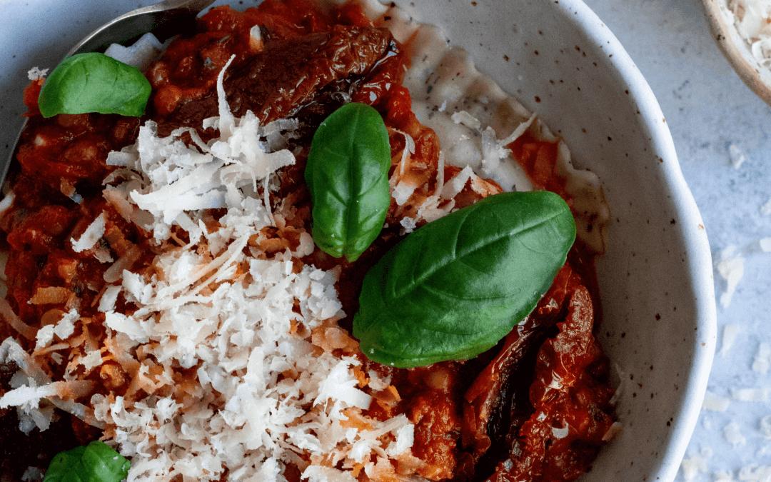 Ravioli met geroosterde paprikasaus en harissa