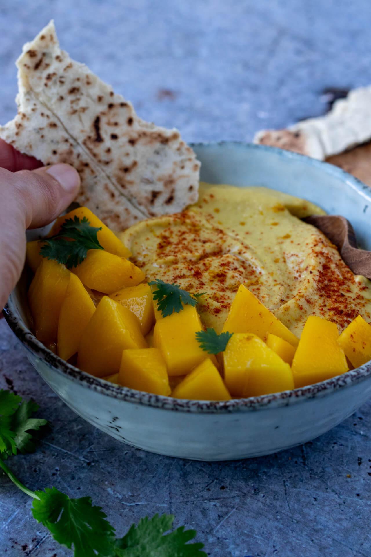Gezonde-hummus-met-mango